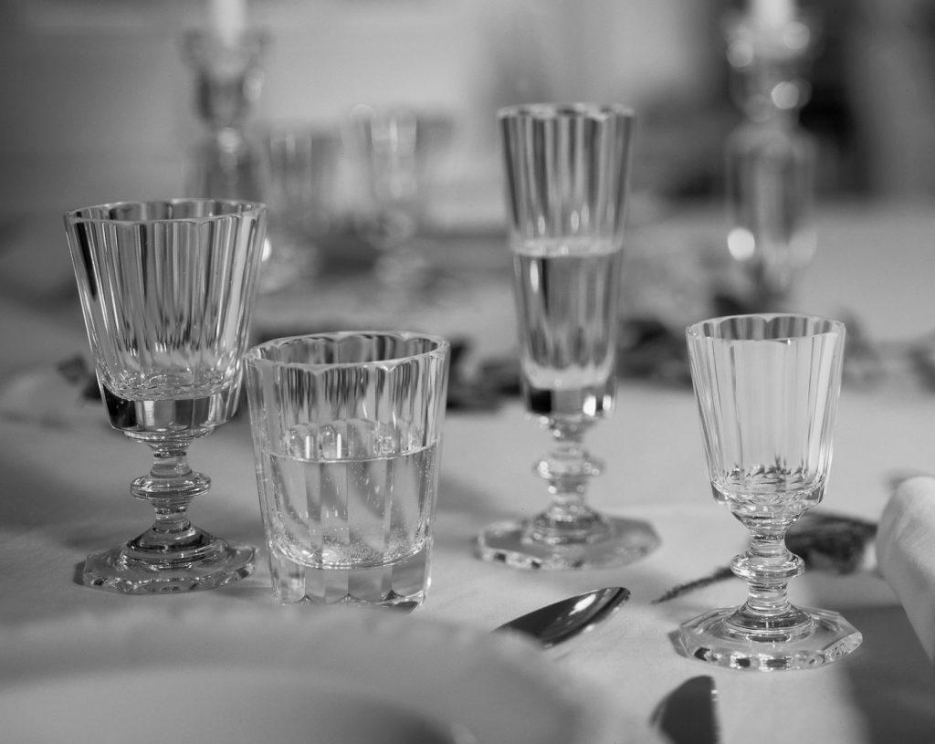 Adels - Service Gedeckter Tisch