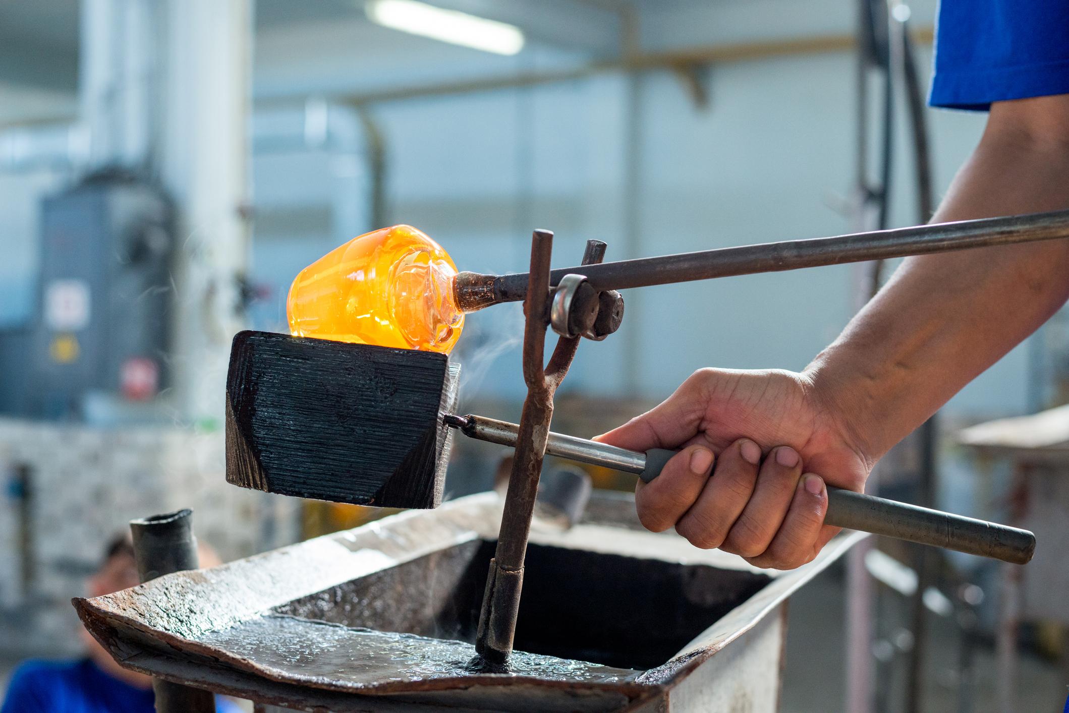 Materie wird in Glasform gebracht
