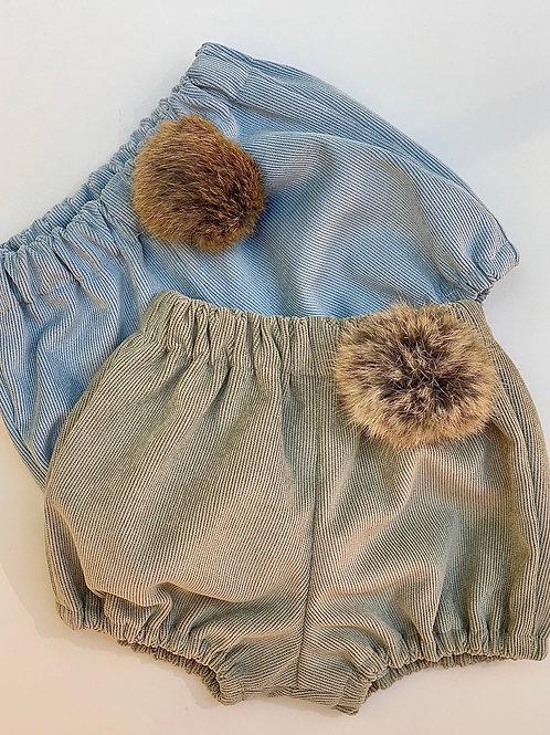 Pantalón corto micropana con pompon de pelo natural
