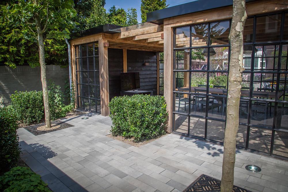 Moderne leef-werktuin met buitenkamer - Genomineerd tuin van het jaar 2018