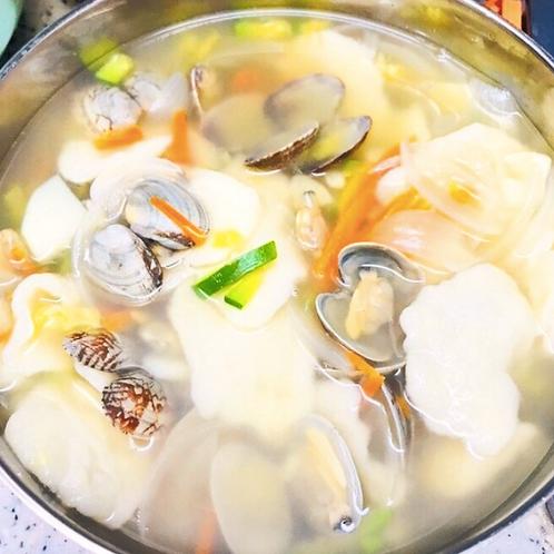 바지락 수제비   Bajirak Sujebi   蛤蜊面片汤   2 Servings