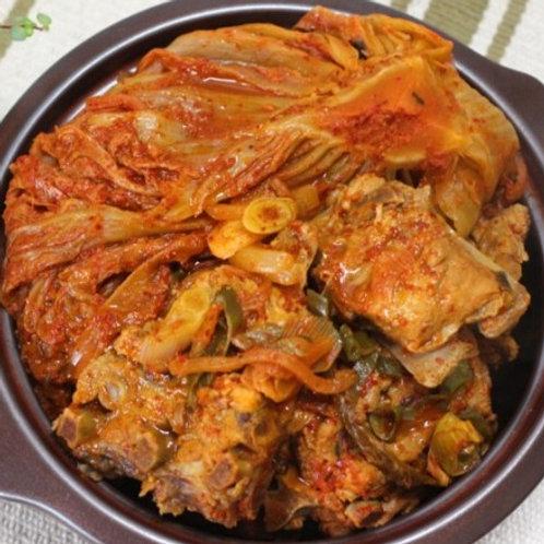 돼지뼈 포기김치찜 Spicy braised pork back bone and kimchi 2kg