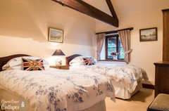 Church Court Cottages Cleeve Twin Bedroom