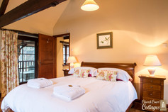Church Court Cottages Cleeve Master Bedroom