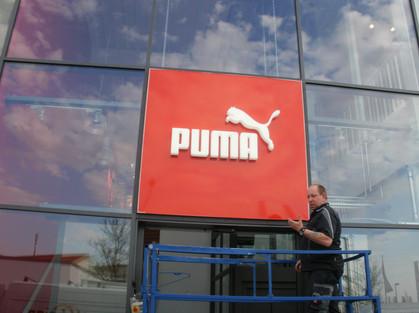 Leuchtschild für die Fassade eines Puma Geschäfts