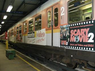 Beschriftung mit Foliendruck einer S-Bahn