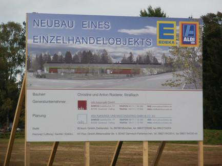 Baustellenschild für den Neubau eines Einzelhandelobjekts