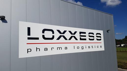 Firmenschild für Loxxess