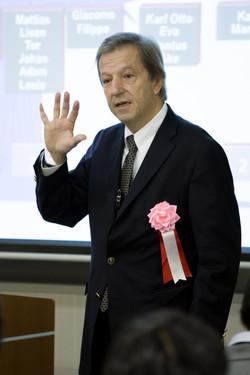 講師Dr.SChwass