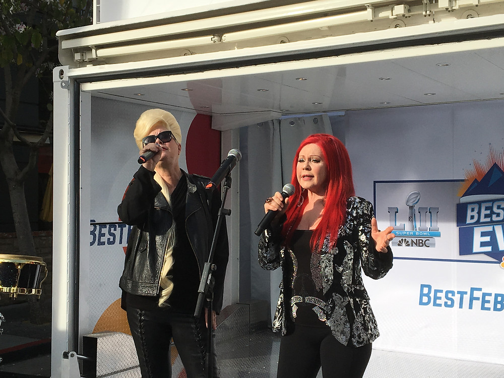 Cindy Wilson and Kate Pierson - the 52 girls!