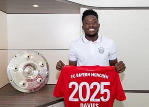 Alphonso Davies extends stay at Bayern