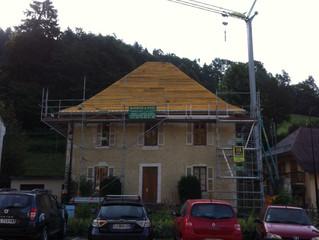 Commune de Saint Pierre d'Entremont Savoie, suite du chantier couverture et isolation du Presbyt