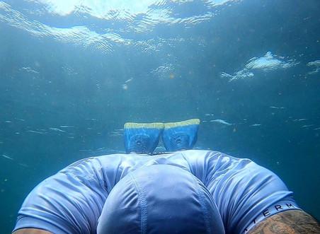 Waterman Life_vidéo aquatique. Ligne de vêtements techniques avec capuche perf intégrée.