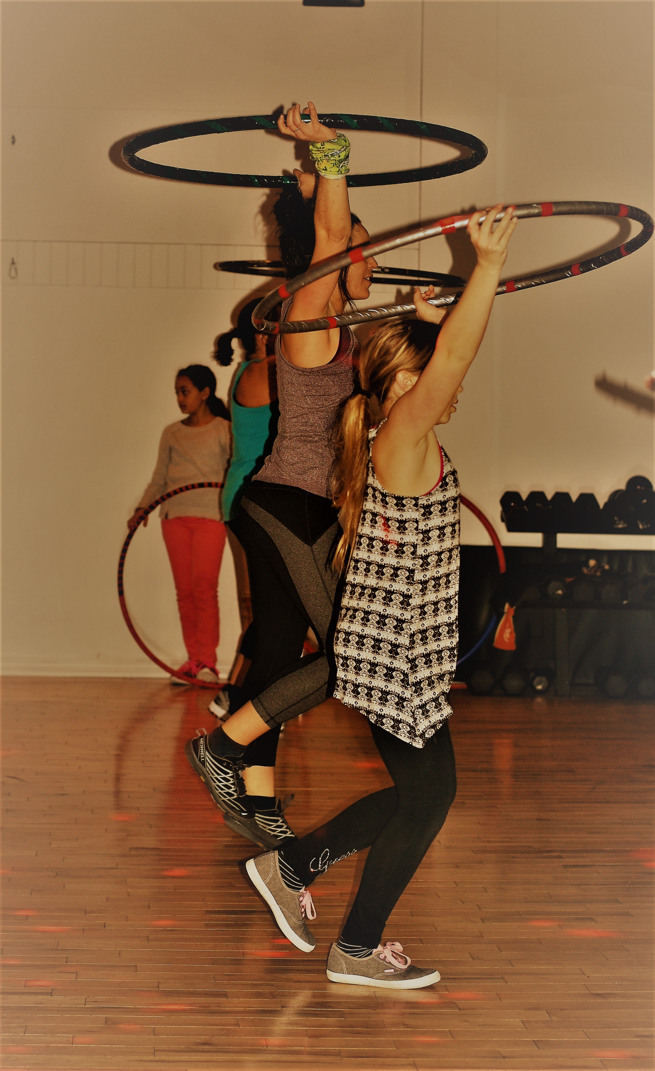 Hula-hoops dance/fitness
