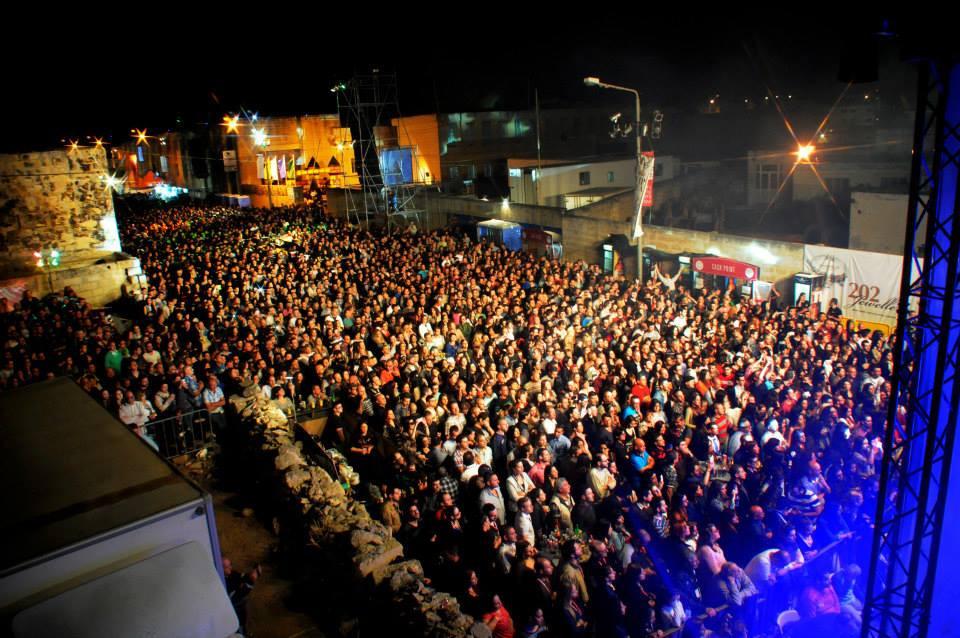 beland crowd.jpg
