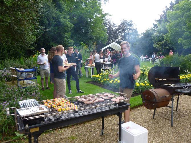 Cousins meats and Cambridge weather delight BBQers at Fitzwilliam College
