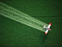 Aviation_The_aircraft_spray_fertilizer_o