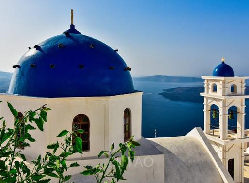 Santorini: A Few (hundred) Steps of Gorgeous