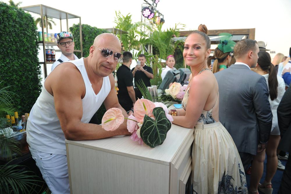 Vin_Diesel_&_Jennifer_Lopez_attend_the_2