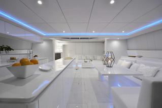70sunreefpowervioletta-interior-04.jpg