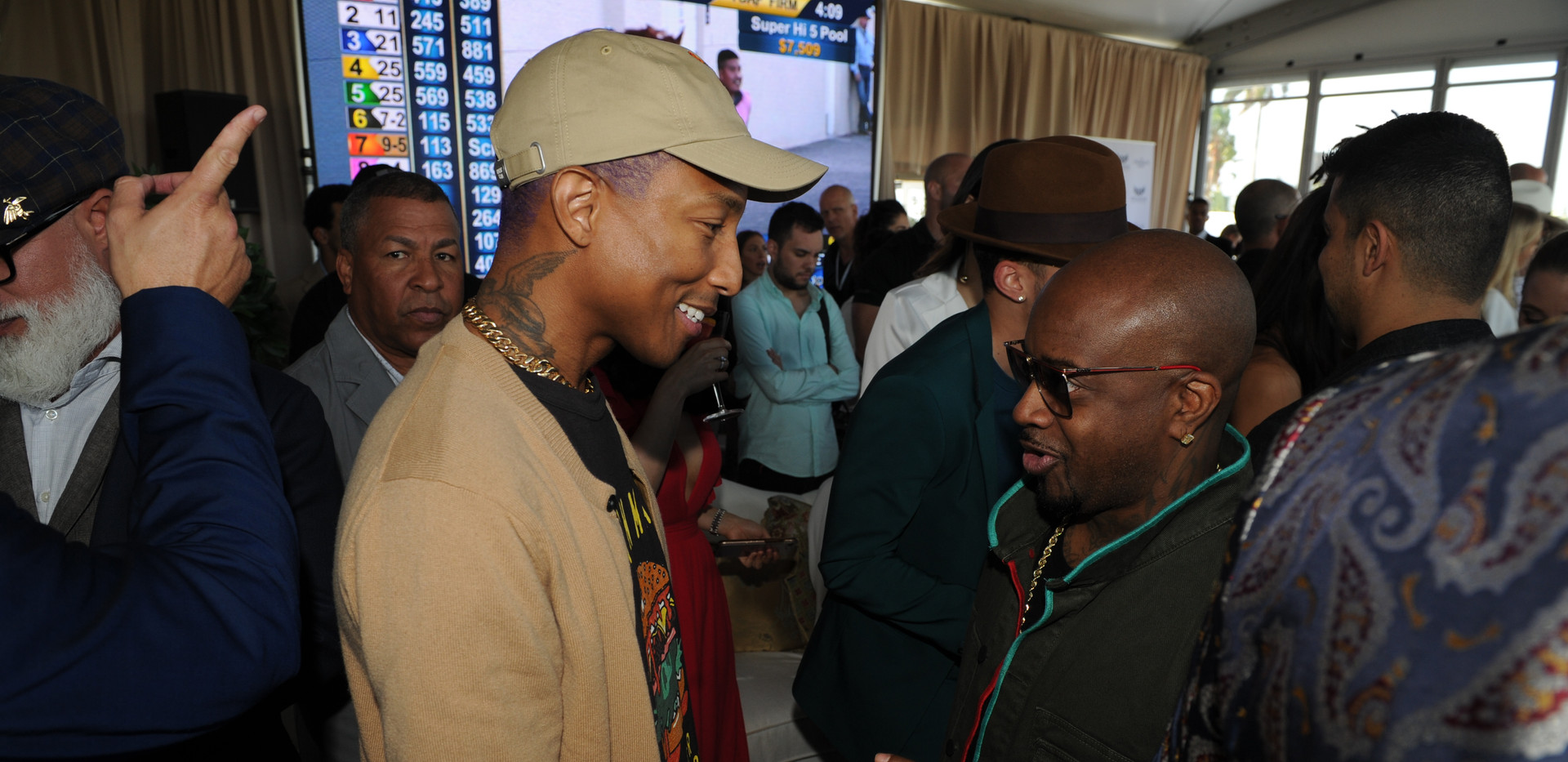 Pharrell Williams & Jermaine Dupri catch