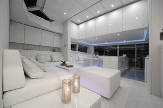 70sunreefpowervioletta-interior-05.jpg