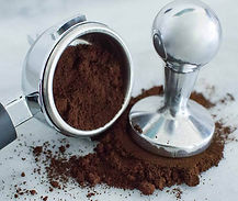 coffee-grounds-pressed-and-filter-for-es