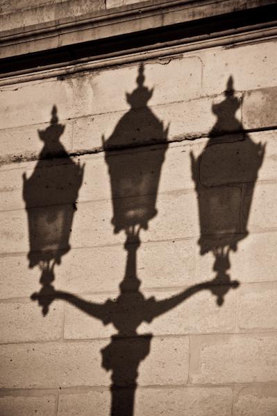 """""""Sombras por acender na cidade-luz"""""""