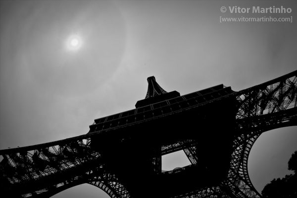 """Eiffel tower's silhouette"""