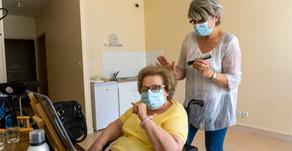 Covid-19: Un salon de coiffure à la Résidence Autonomie Les Acanthes