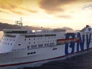 Grave incidente al porto di Barcellona. Una nave italiana travolge gru