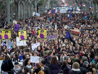 Invasione femminista a Barcellona per la festa delle donne