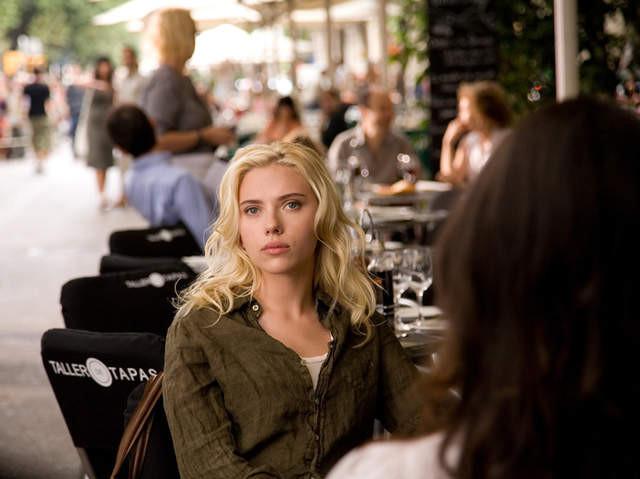 Scarlett Johansson nella rambla a Barcellona per le riprese di Vicky Cristina Barcelona