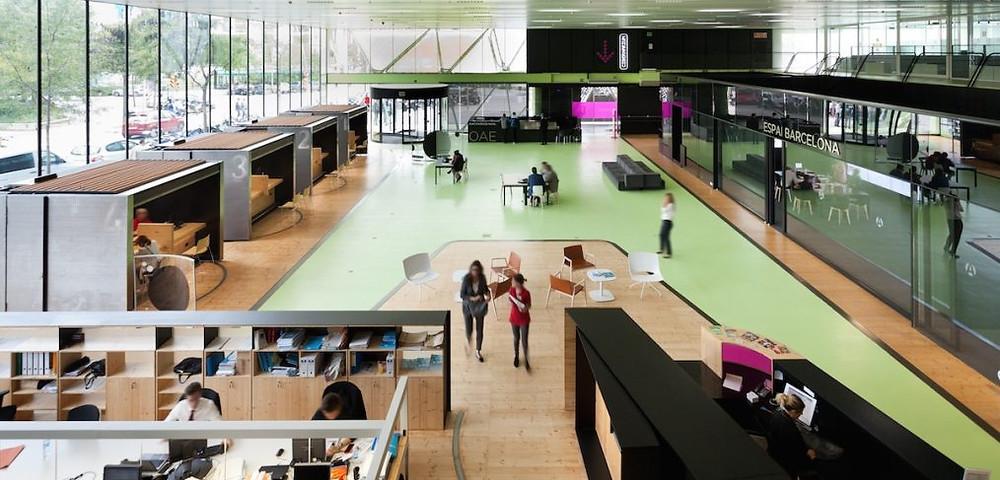 Gli spazi dell'edificio di Barcelona Activa