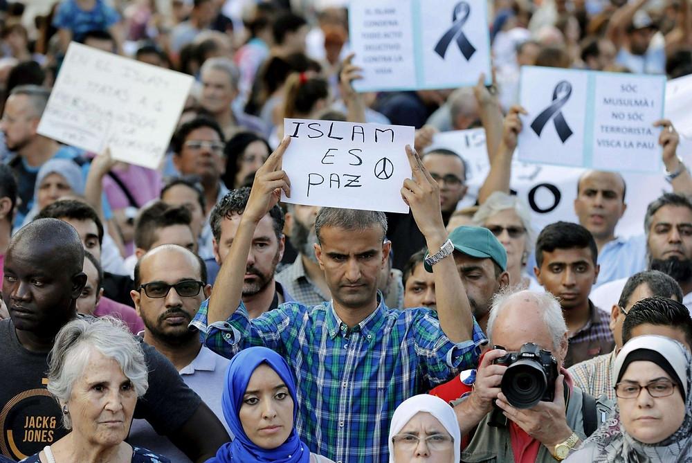 Islam es paz, manifestazione islamica a Barcellona