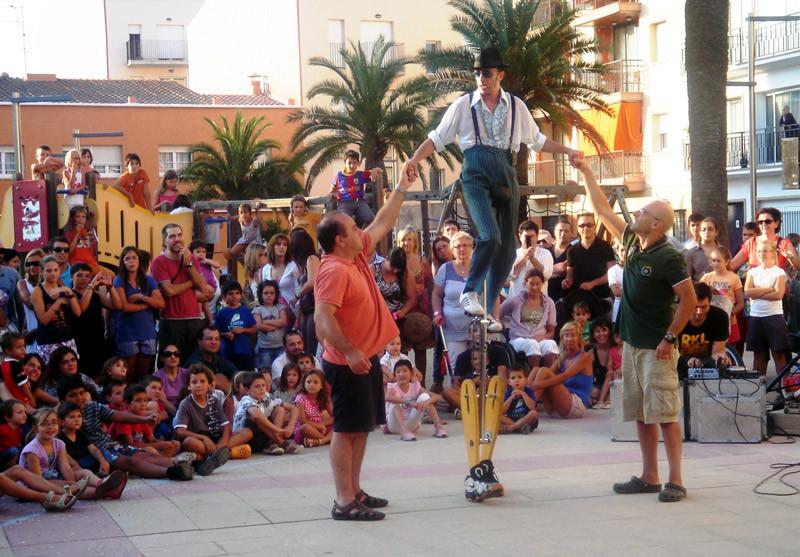 Giocolieri alla festa del quartiere Sant Antoni a Barcellona