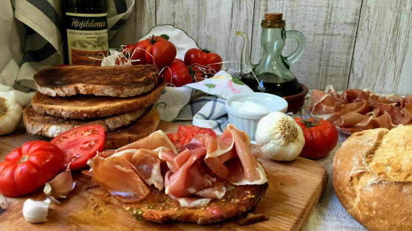 Pan con tomate - Cucina tipica spagnola e catalana - Italiani a Barcellona - Mangiare a Barcellona