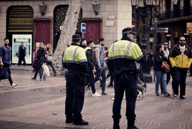 Smoking police bcn.jpg