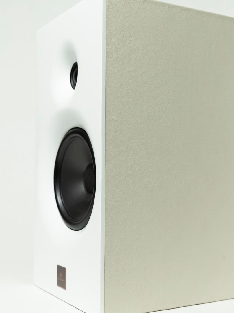 Magna Audio Speaker - Designed Bookshelf Acabamento Couro Natural Creme