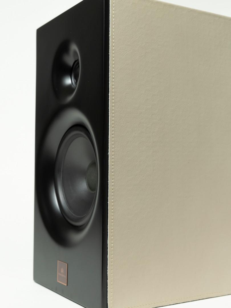 Magna Audio Speaker - Designed Bookshelf Acabamento Couro natural Beje