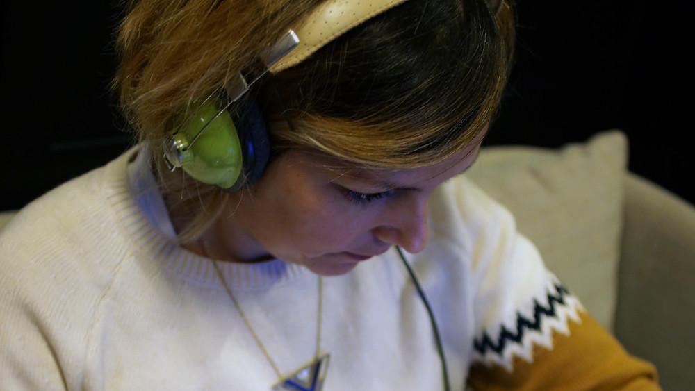 buscar música es un trabajo difícil y cansado