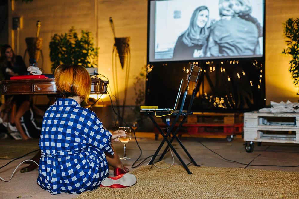 Proyección del vídeo para Cenas Adivina. Foto de Loren Photography.