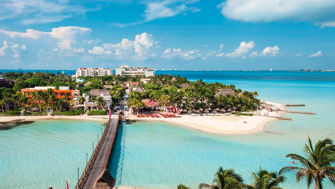 Why is Isla Mujeres such a popular holiday destination?