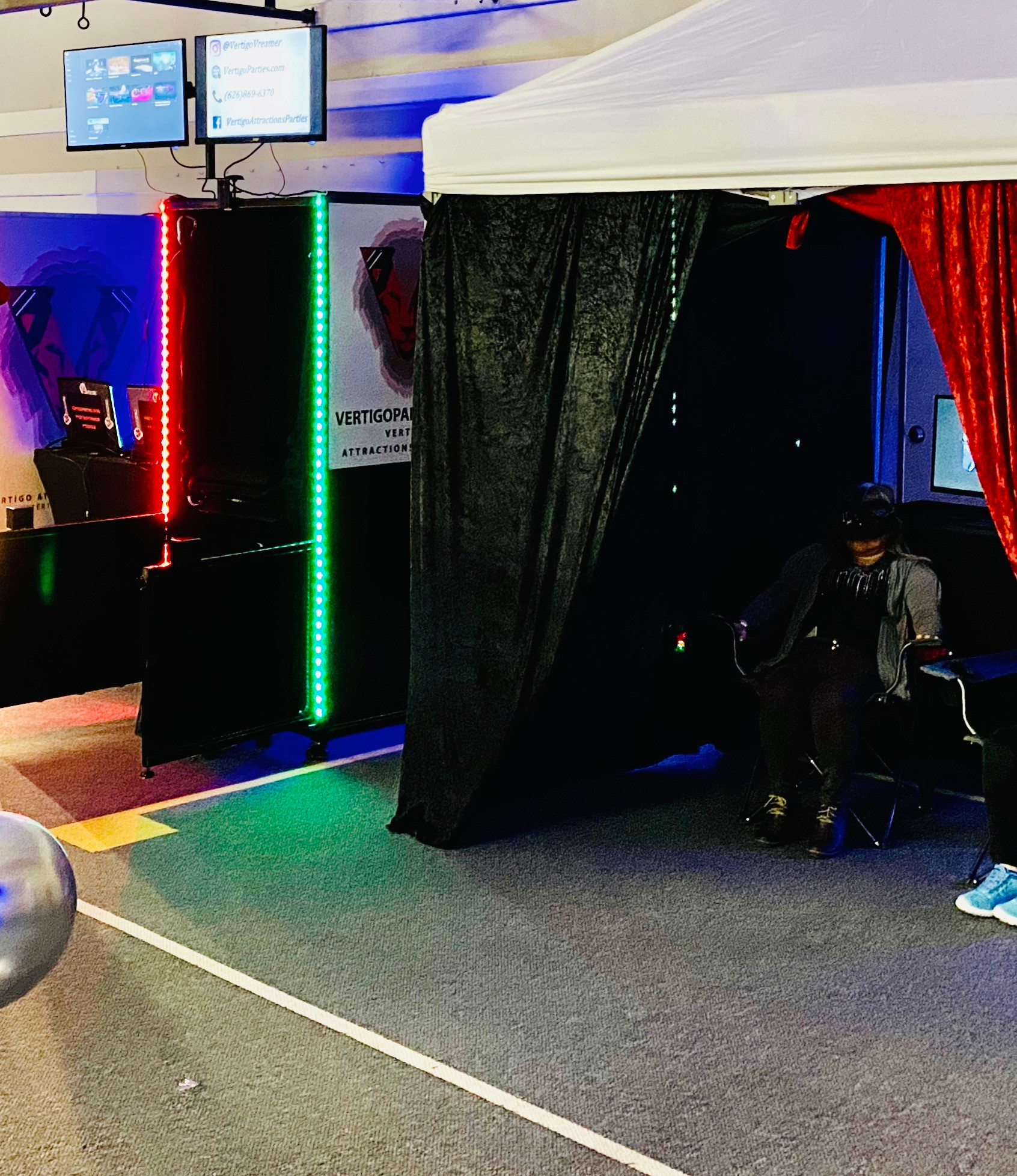 A) 1 VR Room + 1 VR Booth-Booking $1,500