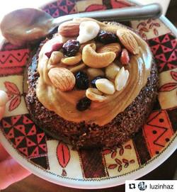 wow, dá uma olhadinha nesse brownie de banana e pasta de amendoim da Tocca da _luzinhaz 😍😍😋_.._