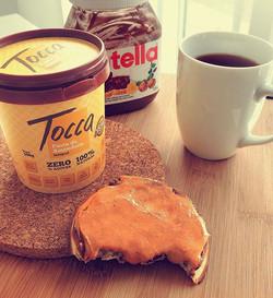 Domingo, dia de refeição especial 😊 e você já experimentou waffles com creme de avelã e pasta de am