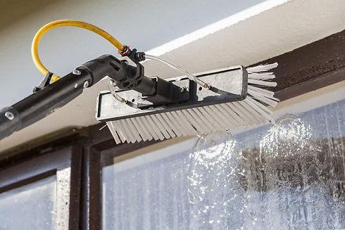 Window-washing-bruch-with-hose-attachmen