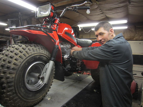 Mark from justbigreds.com working on restoring a 1982 honda big red 200E