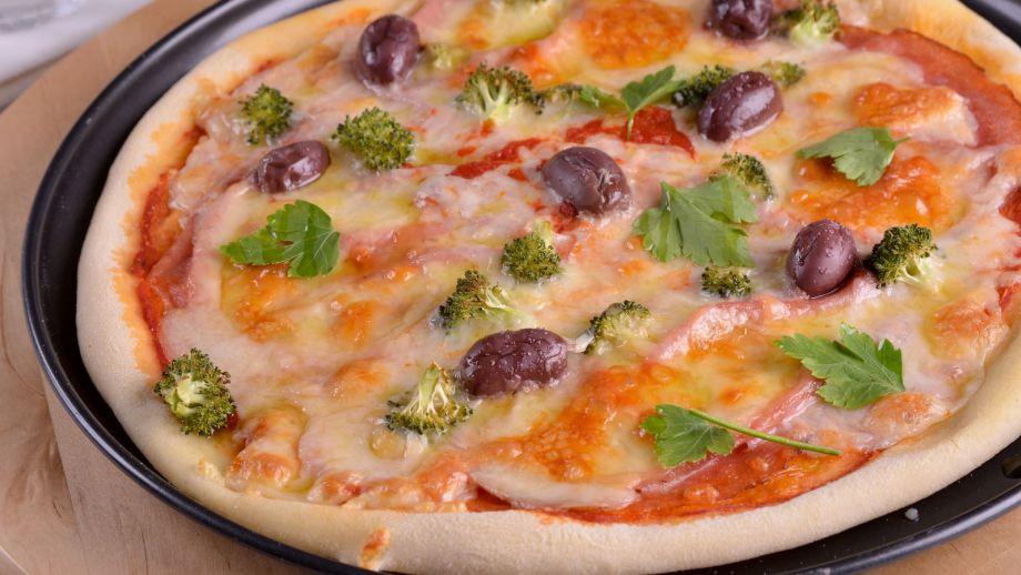 Pizza de scamorza y mortadela