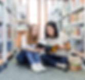 Meninas na biblioteca